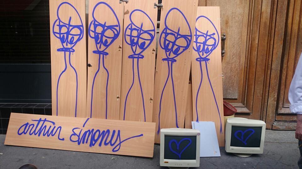 arthur-simony-paris-street-art-jeanne-encombrants