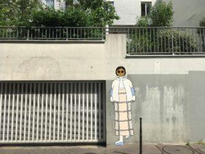kamlaurene-street-art-paris-personnages-yeux-noirs-dame-rue